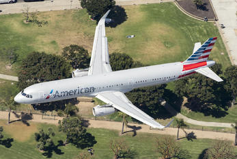 N121AN - American Airlines Airbus A321