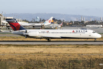 N988AT - Delta Air Lines Boeing 717