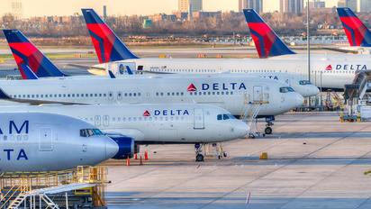 N834MH - Delta Air Lines Boeing 767-400ER
