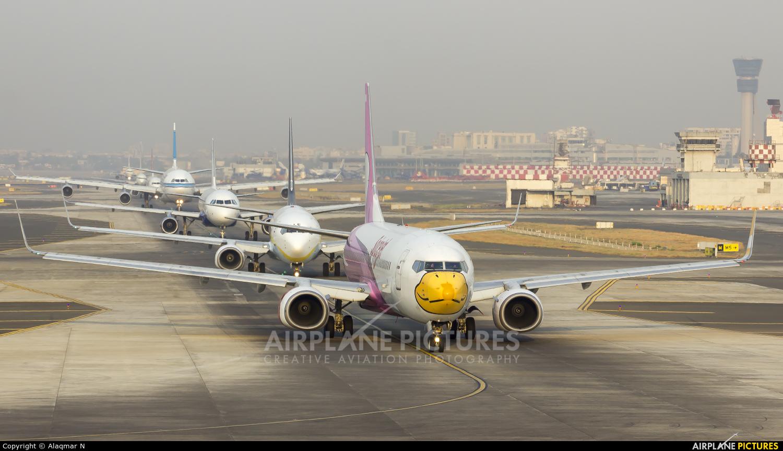 SpiceJet VT-SLG aircraft at Mumbai - Chhatrapati Shivaji Intl