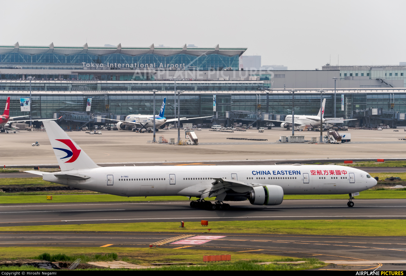 China Eastern Airlines B-7882 aircraft at Tokyo - Haneda Intl