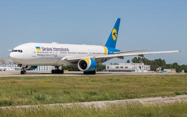 UR-GOA - Ukraine International Airlines Boeing 777-200ER