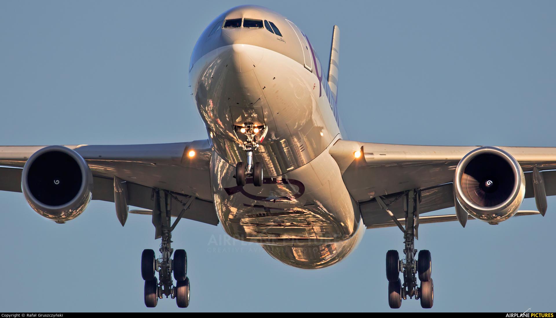 Qatar Airways A7-ACJ aircraft at Warsaw - Frederic Chopin