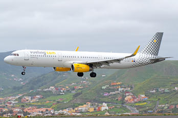EC-MGY - Vueling Airlines Airbus A321