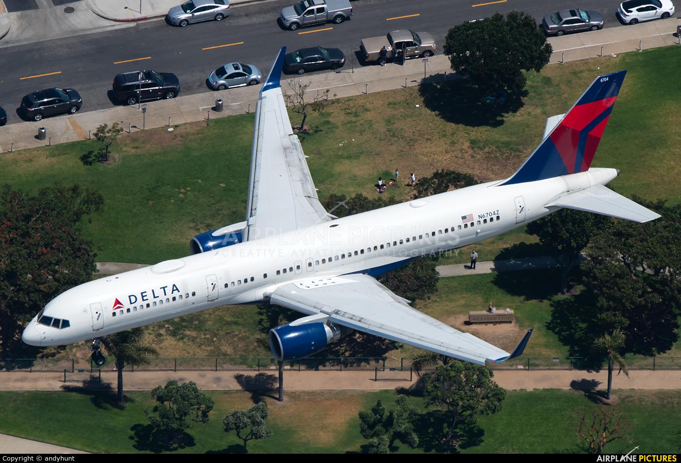 Delta Air Lines N6704Z aircraft at Los Angeles Intl