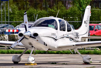 N122MG - Private Cirrus SR22
