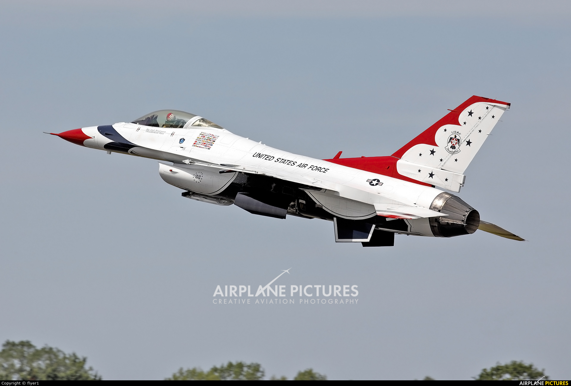USA - Air Force : Thunderbirds 92-3898 aircraft at Fairford