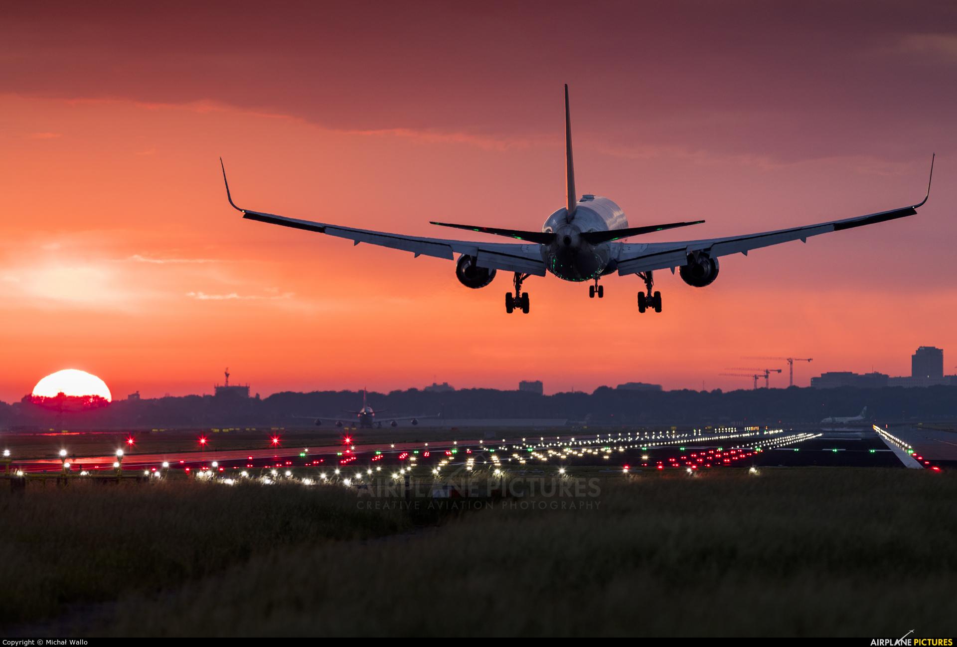 Delta Air Lines N175DZ aircraft at Amsterdam - Schiphol
