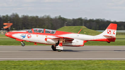 3H-1708 - Poland - Air Force: White & Red Iskras PZL TS-11 Iskra
