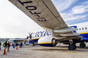 EI-FOT - Ryanair Boeing 737-800