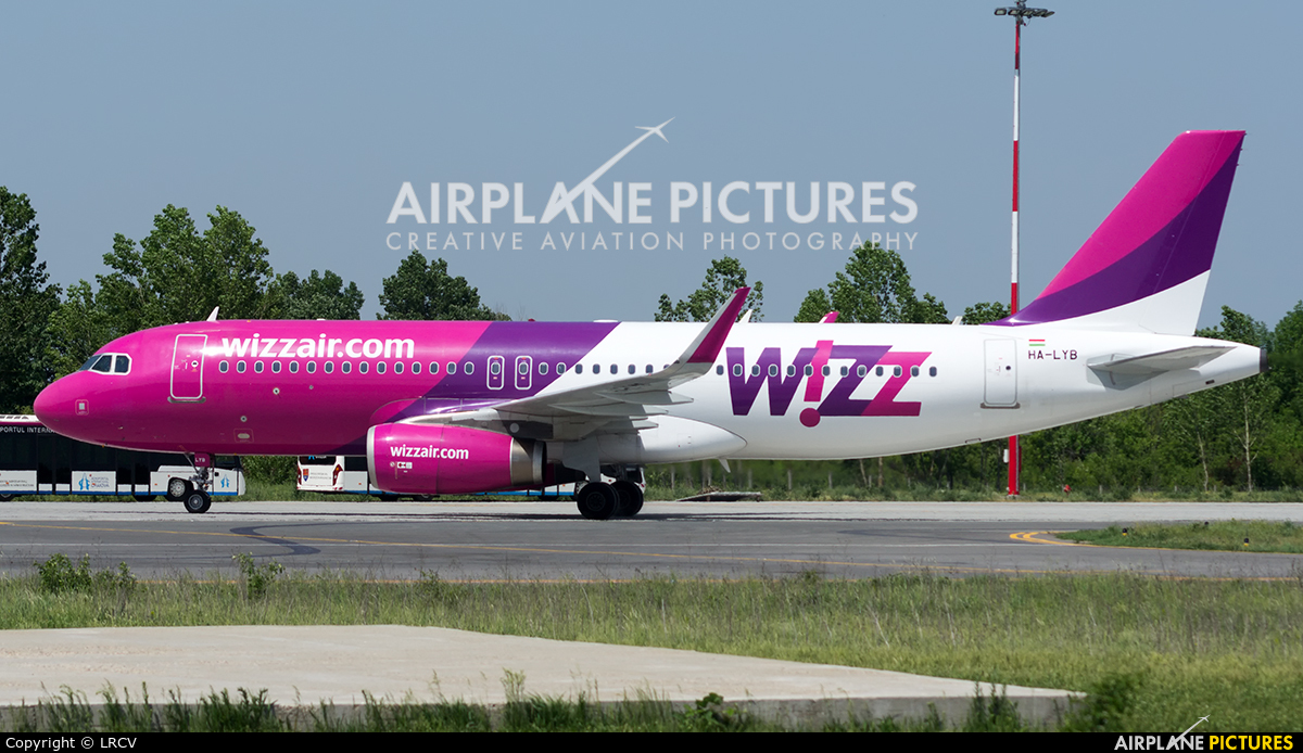 Wizz Air HA-LYB aircraft at Craiova