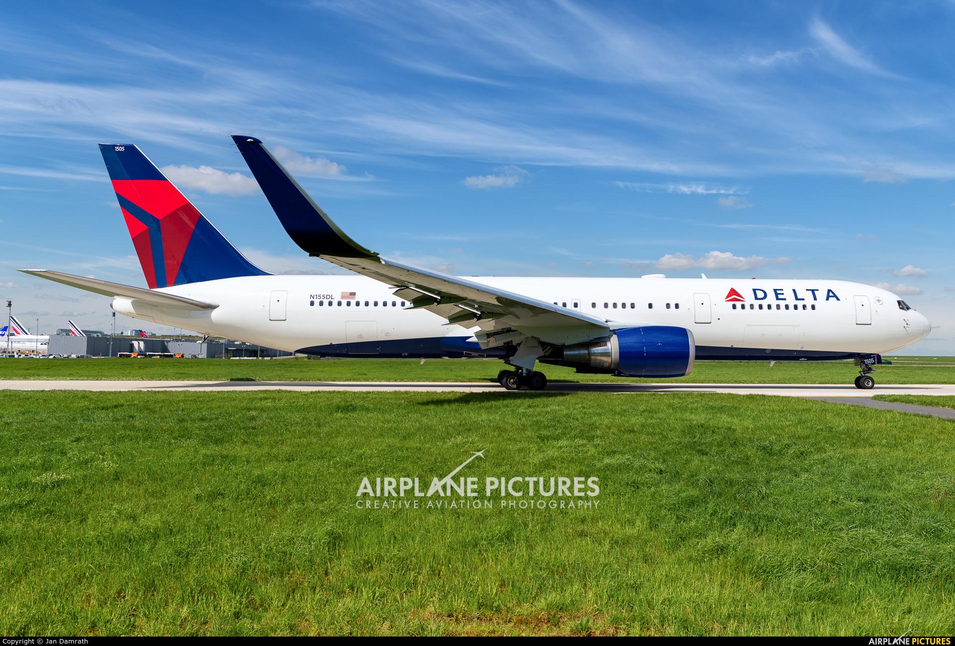Delta Air Lines N155DL aircraft at Paris - Charles de Gaulle