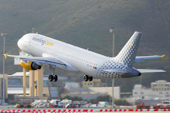 EC-HHA - Vueling Airlines Airbus A320