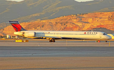 N965DN - Delta Air Lines McDonnell Douglas MD-90
