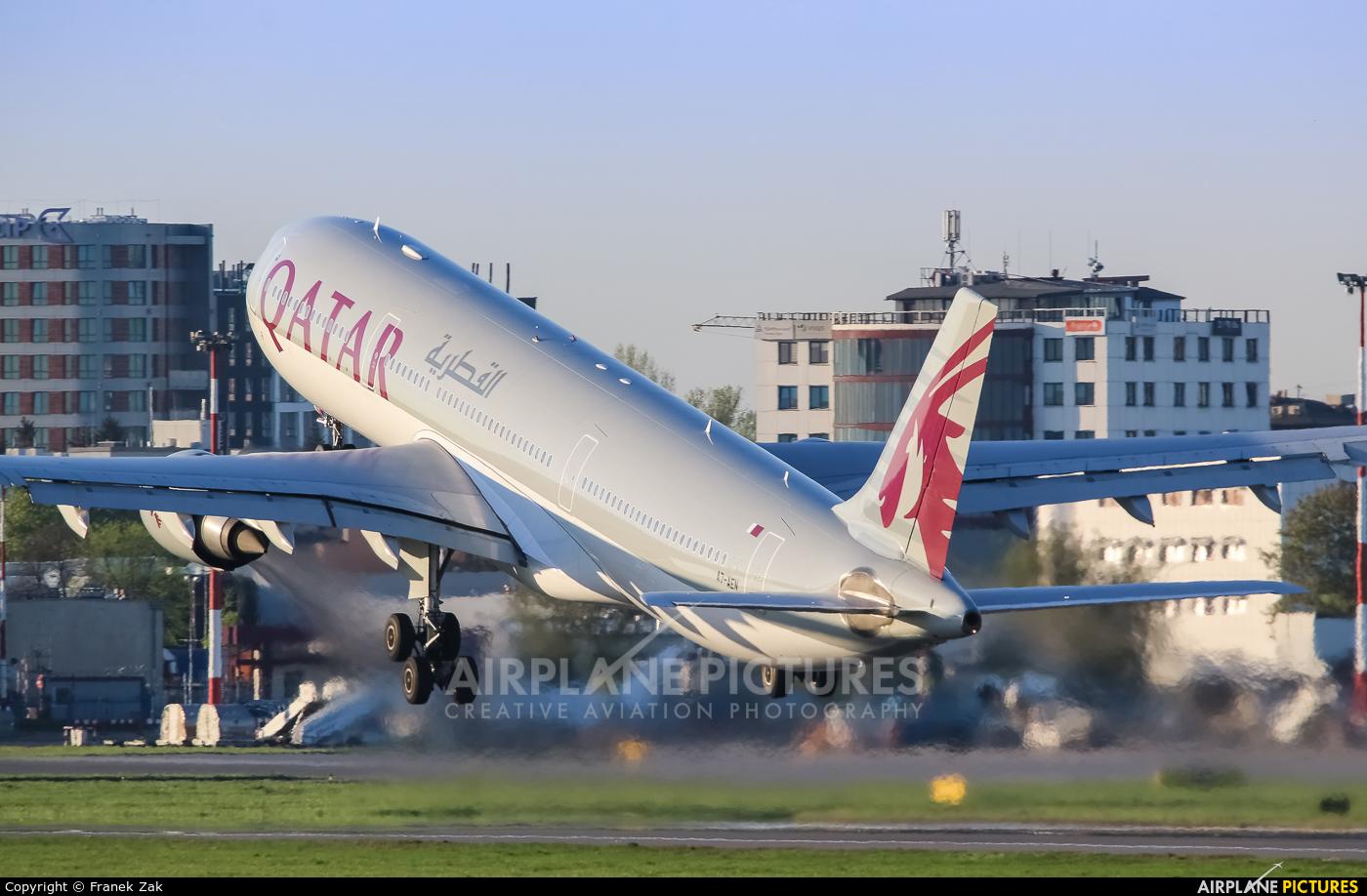 Qatar Airways A7-AEN aircraft at Warsaw - Frederic Chopin