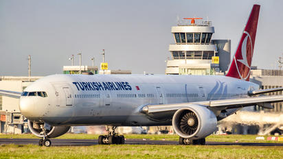 TC-JJG - Turkish Airlines Boeing 777-300ER