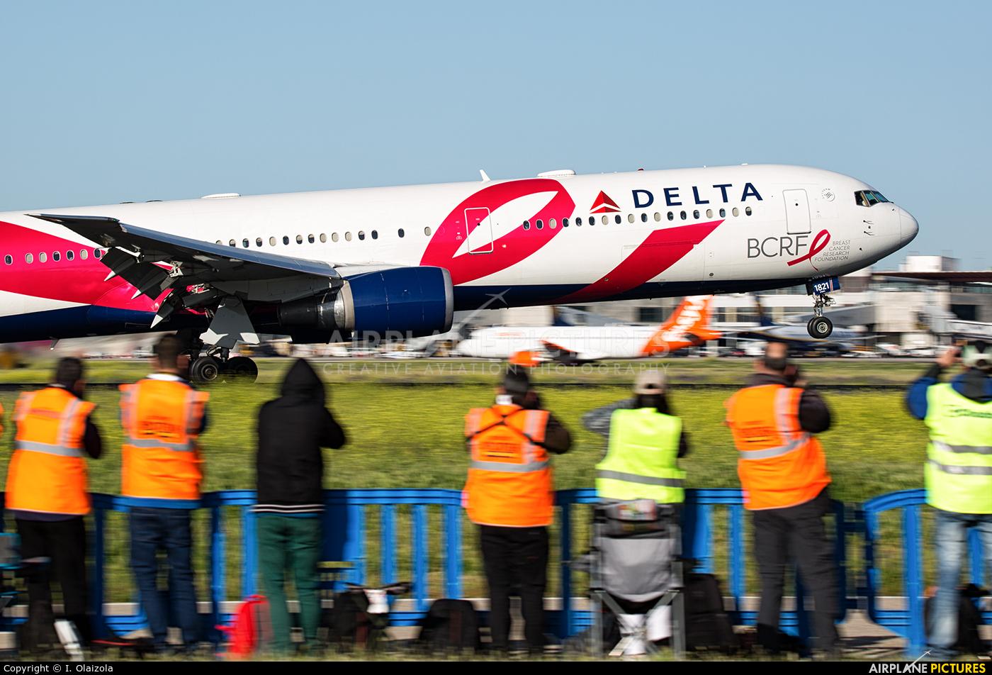 Delta Air Lines N845MH aircraft at Madrid - Barajas