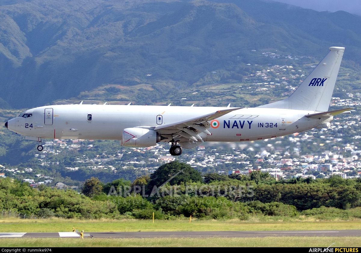 India - Navy IN324 aircraft at Roland Garros - Saint-Denis