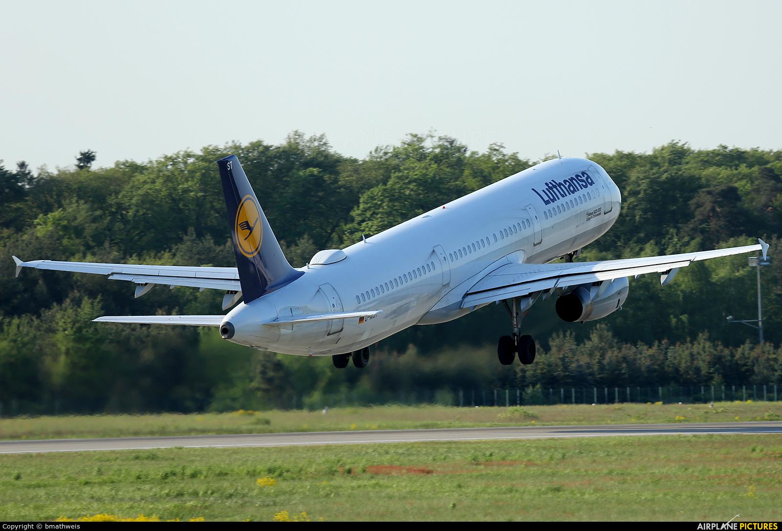 Lufthansa D-AIST aircraft at Frankfurt