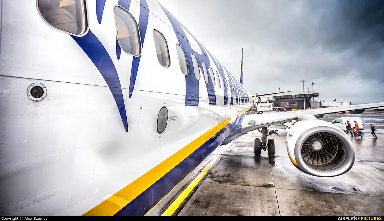Ryanair EI-DYF aircraft at Glasgow