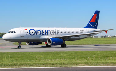TC-OBU - Onur Air Airbus A320