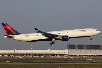 N829NW - Delta Air Lines Airbus A330-300