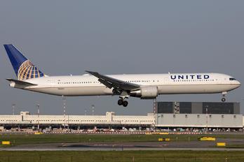 N66057 - United Airlines Boeing 767-400ER