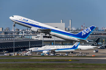 JA8670 - ANA - All Nippon Airways Boeing 767-300