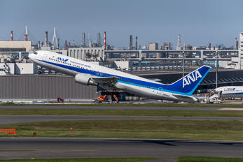 JA8342 - ANA - All Nippon Airways Boeing 767-300
