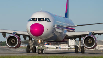 HA-LXY - Wizz Air - Aviation Glamour - People, Pilot