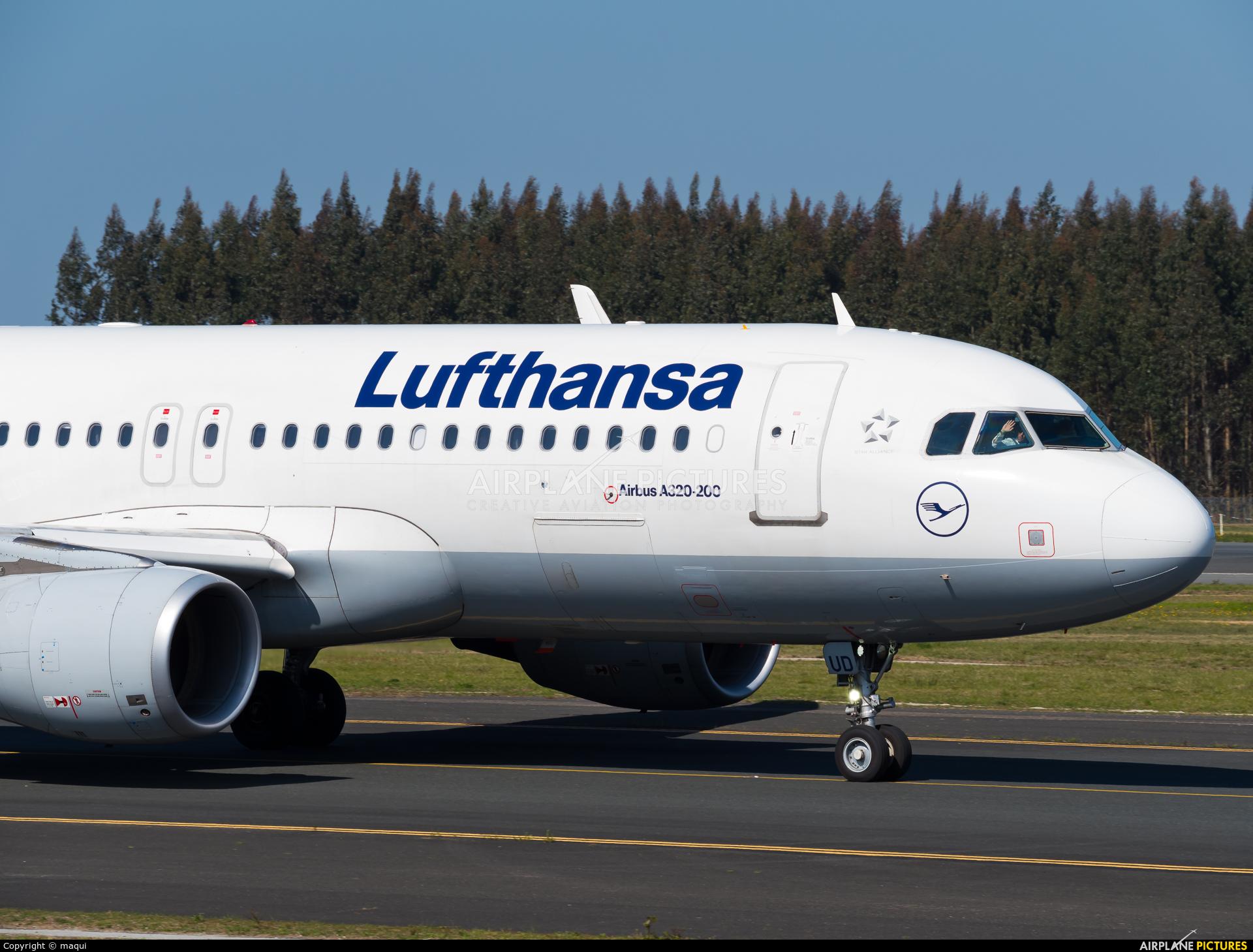 Lufthansa D-AIUD aircraft at Santiago de Compostela