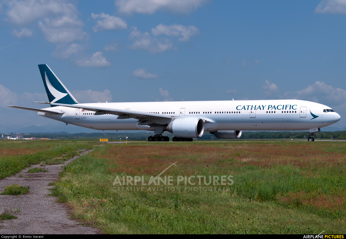 Cathay Pacific B-KPT aircraft at Milan - Malpensa