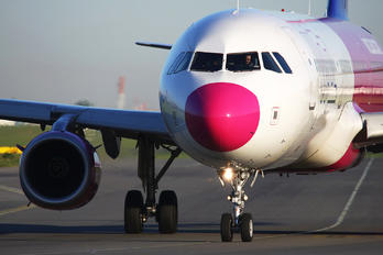 HA-LXT - Wizz Air Airbus A321