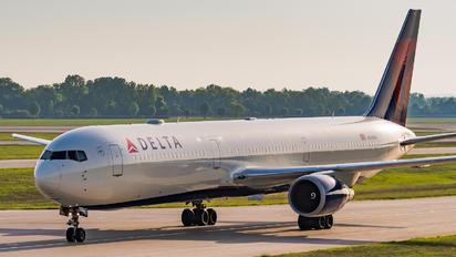 N829MH - Delta Air Lines Boeing 767-400ER