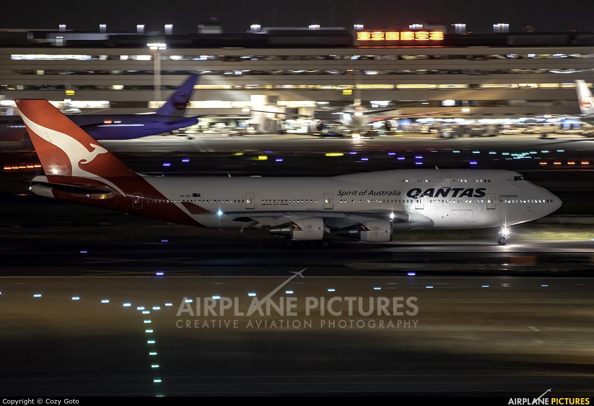 QANTAS VH-OEI aircraft at Tokyo - Haneda Intl