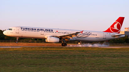 TC-JRD - Turkish Airlines Airbus A321