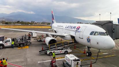 CC-CPO - LATAM Chile Airbus A319