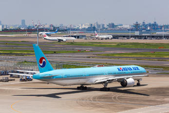 HL-7533 - Korean Air Boeing 777-300