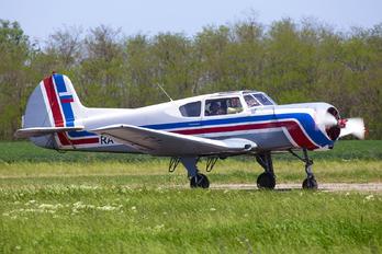 RA-1228G - Private Yakovlev Yak-18T