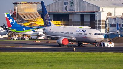 N33289 - United Airlines Boeing 737-800