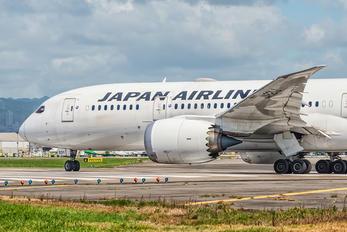 JA821J - JAL - Japan Airlines Boeing 787-8 Dreamliner