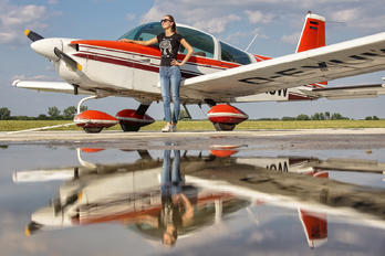 D-EXUW - Private - Aviation Glamour - Model