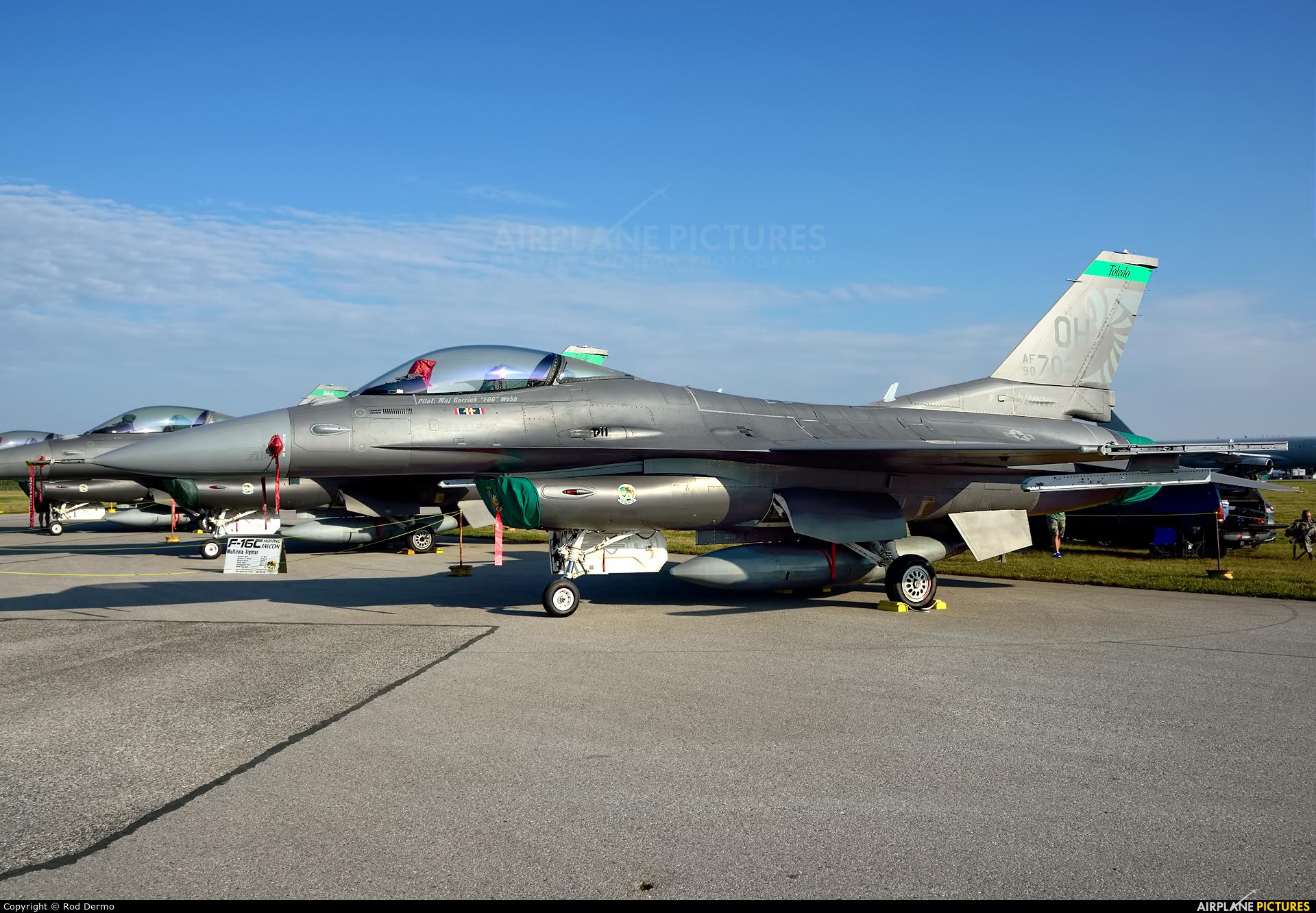 USA - Air Force 90-0702 aircraft at London  Intl, ON