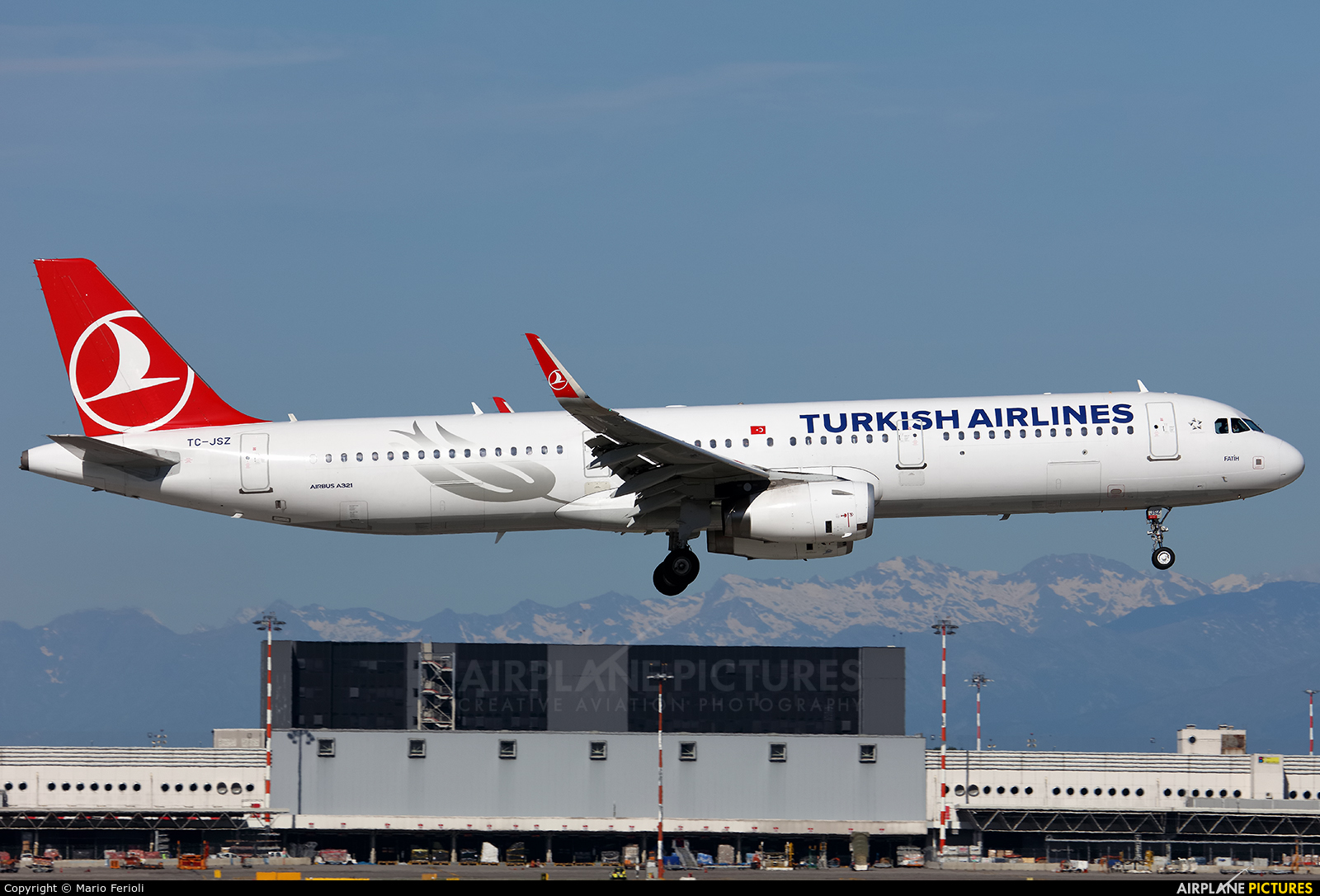 Turkish Airlines TC-JSZ aircraft at Milan - Malpensa