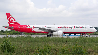 TC-AGS - Atlasglobal Airbus A321