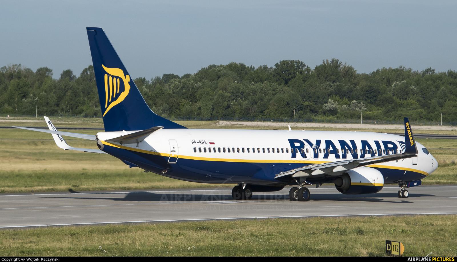 Ryanair Sun SP-RSA aircraft at Warsaw - Frederic Chopin