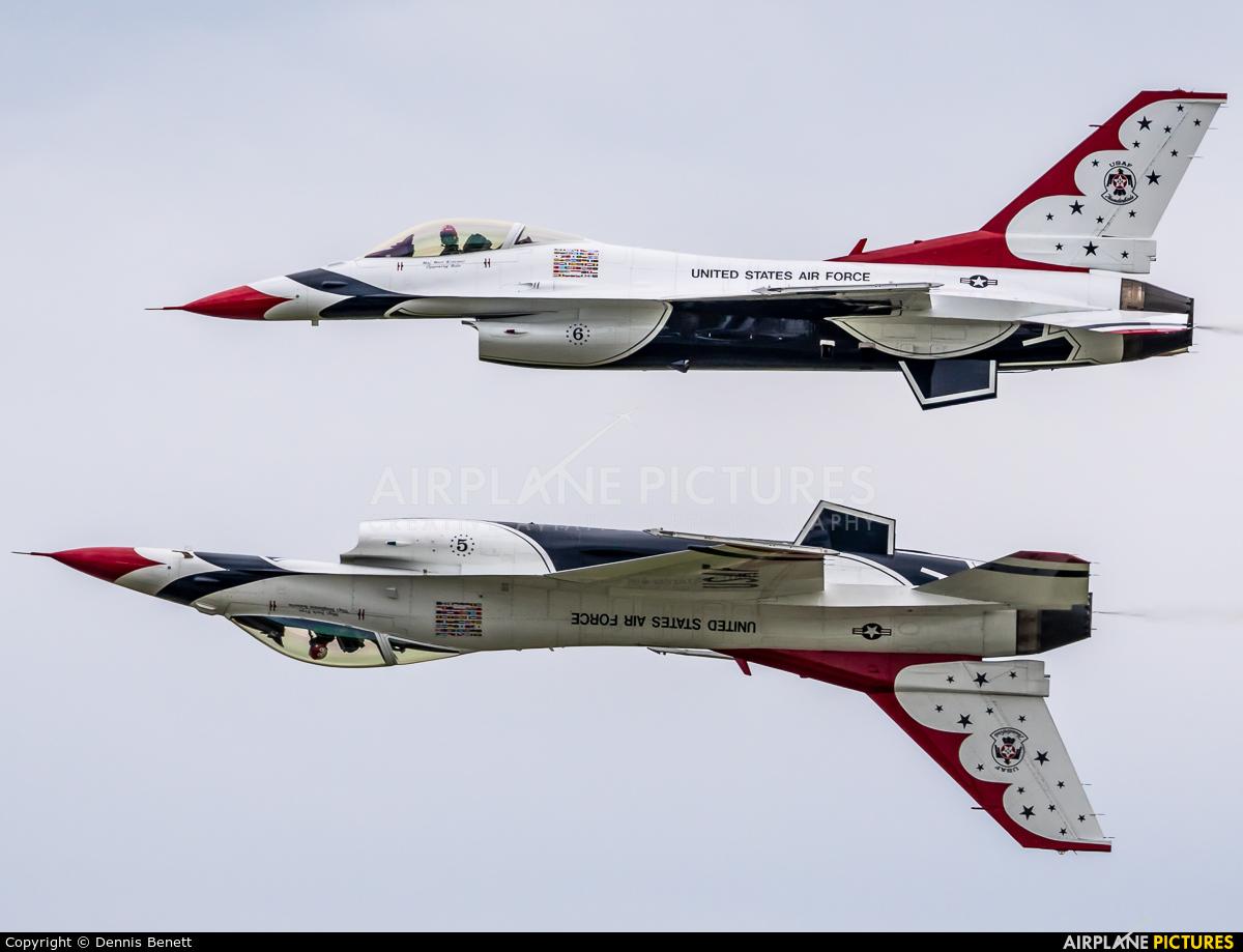 USA - Air Force : Thunderbirds 91-0392 aircraft at Niagara Falls Intl
