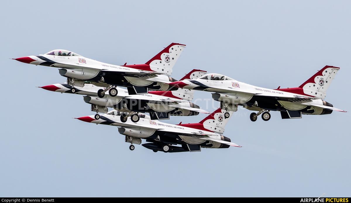 USA - Air Force : Thunderbirds 92-3898 aircraft at Niagara Falls Intl