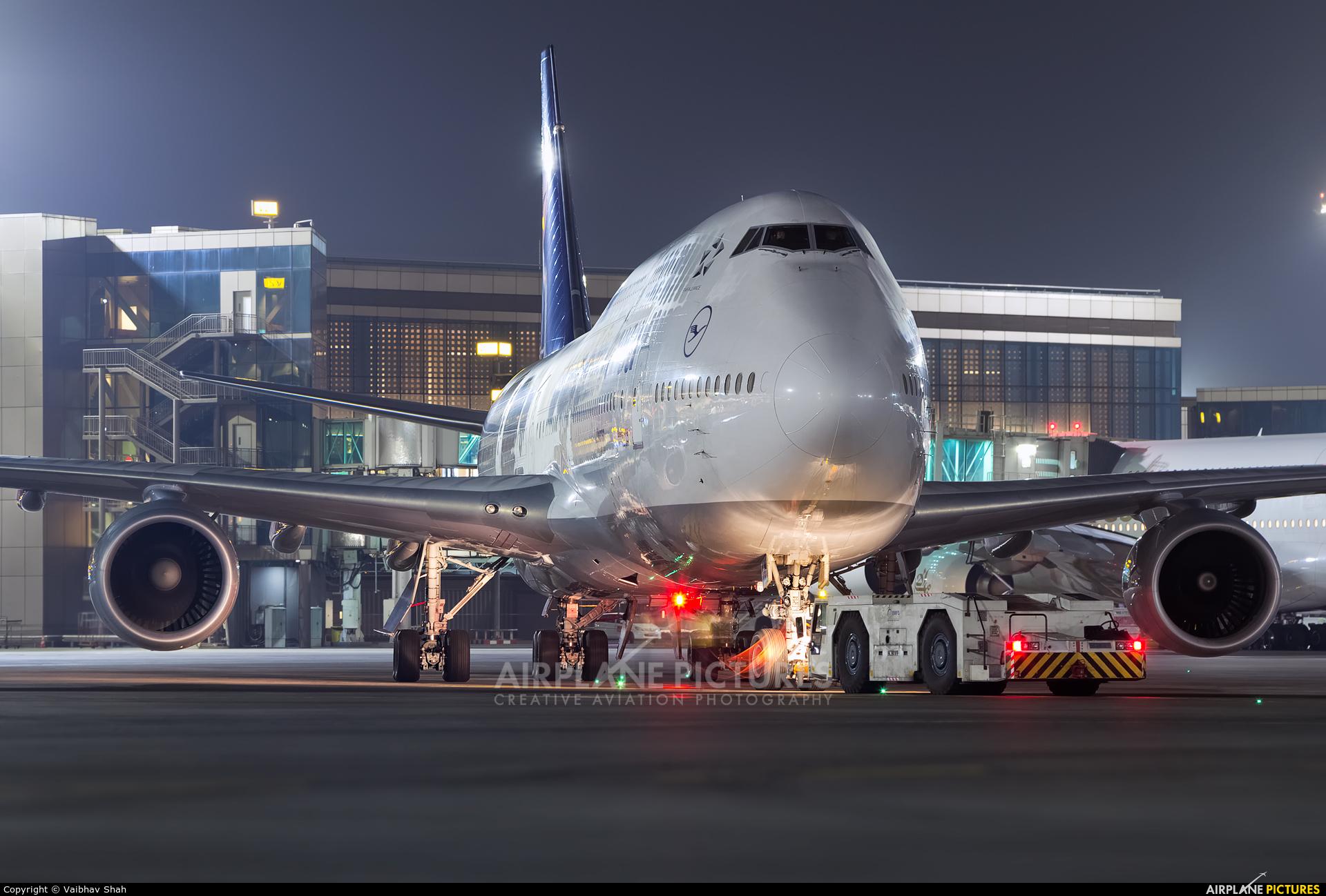Lufthansa D-ABYM aircraft at Mumbai - Chhatrapati Shivaji Intl