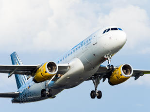 EC-MEL - Vueling Airlines Airbus A320